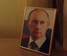 Meleg víz helyett Putyin-portré várja a sajtósokat a szocsi olimpián