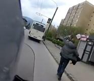 Ha paraszt a buszsofőr, elvisz egy motoros Brassóban