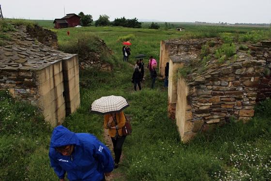 A bejárati kapu romjai