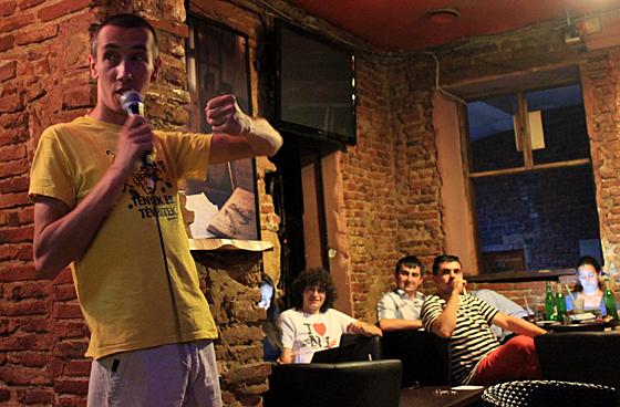 Javítás közben extra produkciót kaptunk, András Előd, az idei Humorfeszt győztese szórakoztatott