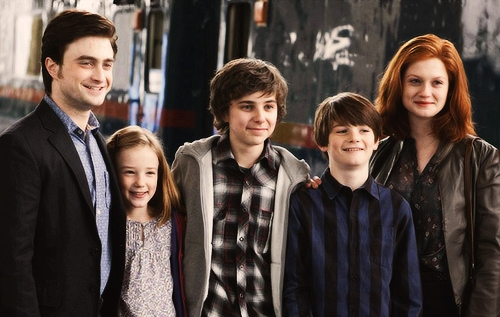 Harry Potter, Lily Luna Potter, James Sirius Potter, Albus Perselus Potter és Ginny Potter