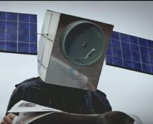 Mit csinál egy műholdfejű ember Kolozsváron?!