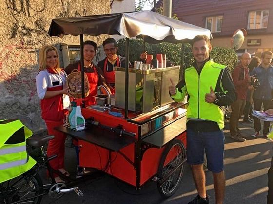 Stílusosan biciklis kávézóból kínálják meg a munkába igyekvőket