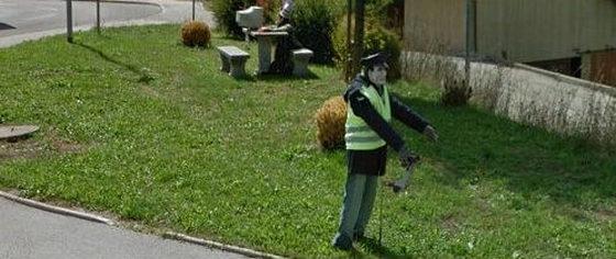 #16 Szlovénia- Rendőrnek öltöztetett bábú tartja rettegésben a környék bűnözőit