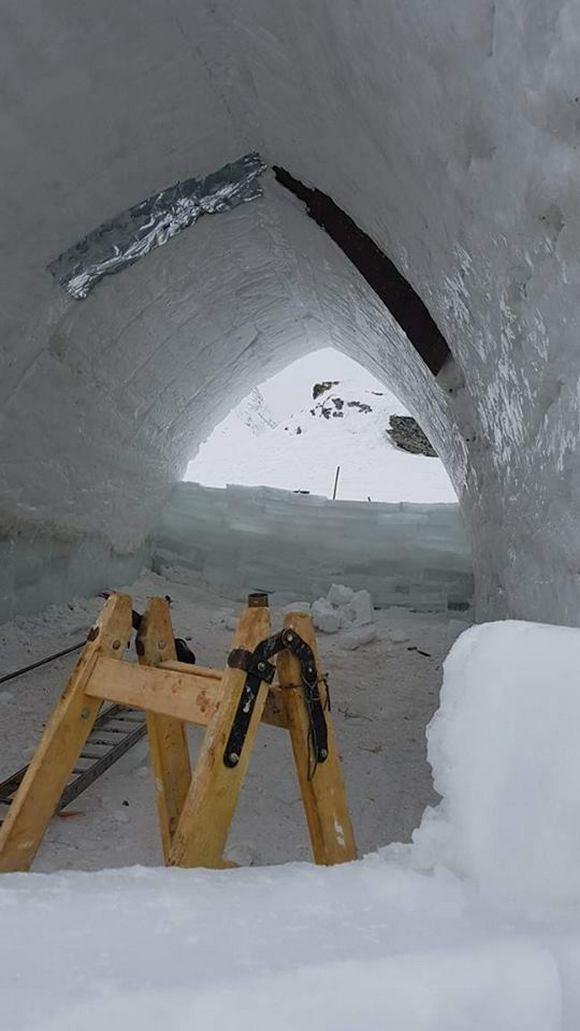 Így építenek falat jégtéglákból
