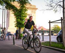 Johannis biciklizett egyet Bukarestben, lefikázta a fővárosi közlekedést és felbosszantotta a főpolgármestert