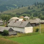 """A román sajtónak feltűnt, hogy 160 csángó """"lakik"""" ugyanazon a Hargita megyei telken"""