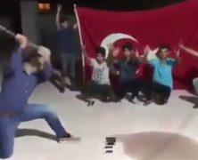Nézz iPhone-okat zúzó, Amerikára dühös törököket!