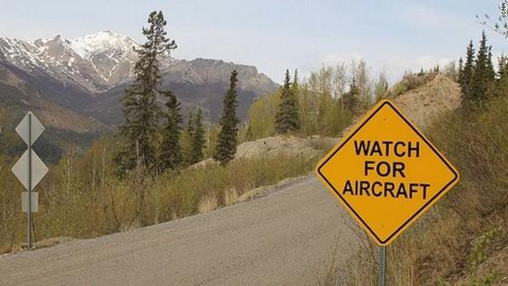 Figyelj a repülőgépekre!
