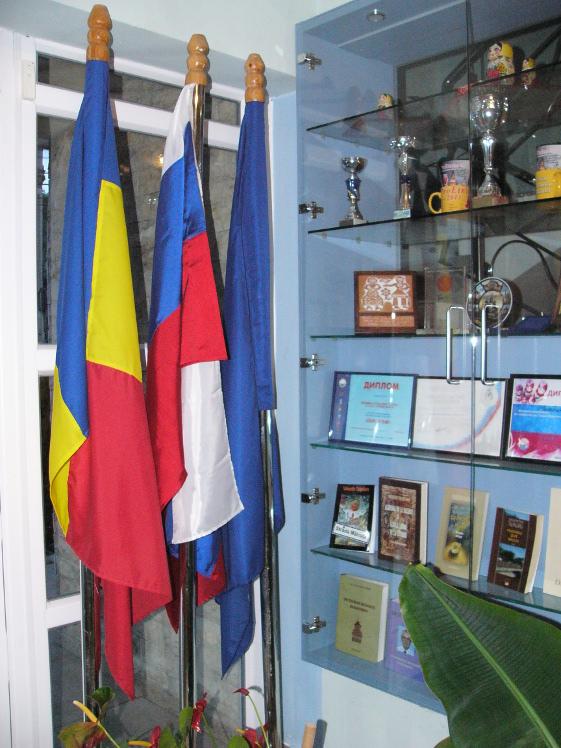 """Orosz zászló a tulceai """"orosz-lipovánok"""" multietnikus központjában"""