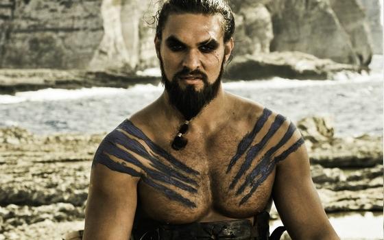 Napjaink szőrös mellkasú ideálja a Khal Drogot alakító Jason Momoa