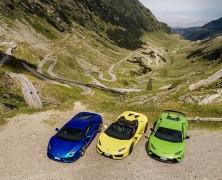 Azt a képet láttátok, hogy három Lamborghini megy egy traktor után?